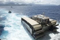 [림팩훈련] 美해병대 비밀병기 '씨탱크' 공개…3m 장애물도 '훌쩍'