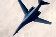 미군 폭격기 B-1B, IS(이슬람국가) 공격한 뒤 공중급유를 마친 순간