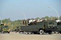 """미얀마, 독립 67주년 군사 퍼레이드, """"국방력이다..."""""""