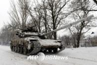 """[화보+2] 우크라이나, """"눈 싸인 탱크...추위 보다 혹독한 내전, 러시아 경계..."""""""