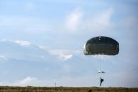 """""""미군 공수대원들의 낙하산 훈련..."""""""
