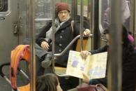 톰 행크스, 뉴욕 지하철 탔다가 '쩍벌남' 된 사연