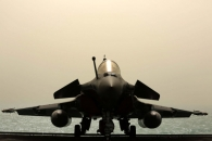 """프랑스 최첨단 다목적 전투기 라파엘, """"걸프만에서 위용 보이며..."""""""