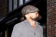 디카프리오의 '과도한 위장'…눈까지 가린 모자