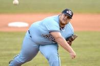 '류뚱' 보다 훨씬 뚱뚱한 136kg 美대학 투수 화제
