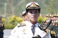 미모의 중국 여군들 열병식 훈련