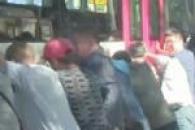 20t 버스에 깔린 여학생, 시민 100여명이 함께 구조