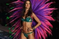 모델 알렉산드라 앰브로시아의 아찔한 자태