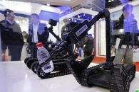 공격 앞으로!·…中 테러진압용 '삼총사' 로봇 판매