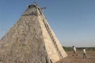 외계인 요구 따라 피라미드 만든 멕시코 60대 농부