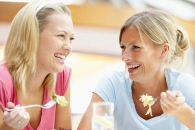인생에서 친구가 가장 많은 나이는 '25세' (연구)