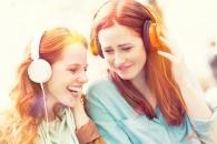 함께 밝은 음악 들으면 '팀플' '협업' 잘된다 (연구)