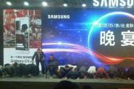 중국인 앞에 무릎꿇고 큰절한 '삼성' 왜?