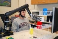 생각만으로 움직이는 '로봇 팔'…뇌수술 없이 가능(연구)