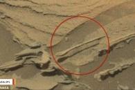 화성 표면에서 포착된 '숟가락'...그 정체는?