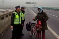자전거 타고 한달 째 고향가던男…가다보니 반대방향