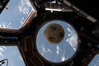 [우주를 보다] 폭발 챌린저호 속 축구공, 31년 만에 우주행 성공