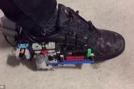 레고로 만든 '백투더퓨처' 속 '자동 신발끈 운동화'