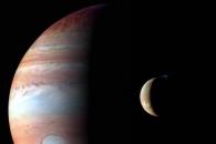[우주를 보다] 명왕성 가다가 촬영된 목성과 위성 이오