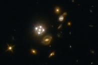 [아하! 우주] '은하 렌즈' 둘러싼 4개의 퀘이사