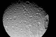 [우주를 보다] 거대한 '멍자국' 선명한 토성 위성 미마스