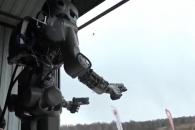 러 우주비행사 로봇이 쌍권총 사격 배우는 이유는?
