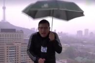 생방송 중 번개 맞은 中 기상 캐스터 (영상)