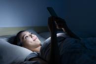 스마트폰 오래 보면 수면장애 생기는 이유는?