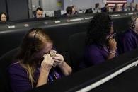 카시니 호와 이별에 눈물 흘리는 NASA 과학자