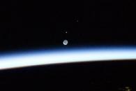 [우주를 보다] 국제우주정거장에서 본 달은 어떤 모습일까?