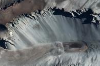 혹한의 남극에 얼지 않는 연못이 있다