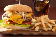 패스트푸드 등 서구식 식단이 염증 유발하는 이유는?