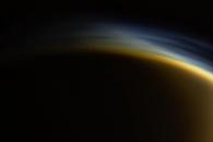 붓으로 그은 듯…토성 위성 타이탄의 '신비한 연무'