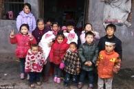 허름한 시골집에서 손자 12명 키우는 장애인 노부부 사연
