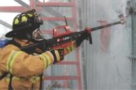방탄유리도 뚫는 '초고압 물총'…소방관 보호할 수 있을까