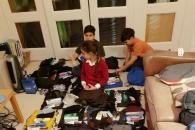 솔선수범해 노숙자 구조 배낭 챙기는 9세 소녀