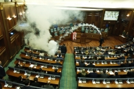 코소보서 야당의원들 최루탄 투척…난장판 된 의회