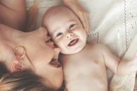 """""""생후 6개월 이전 아기, 부모 감정 읽을 수 있다""""(연구)"""