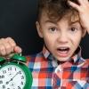 """""""어린 세대는 아날로그 시계 못읽어""""…英 시험장 시계 논란"""