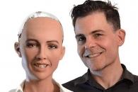 """AI 소피아 개발자 """"30년내 로봇도 인간과 같은 시민권 가질 것"""""""