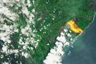 [지구를 보다] 하와이 집어삼키는 '시뻘건 용암' 우주서 포착