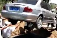 """[여기는 중국] """"차(車)와 함께 묻어줘""""…쏘나타와 함께 묻힌 고인"""