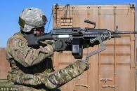 미군, 총기 무게 덜어주는 '제3의 팔' 개발…사격 적중률 ↑