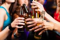 """""""가끔 술 한잔, 금주보다 조기사망 위험 낮아"""" (연구)"""