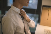 '남성 필수품' 넥타이, 업무 능력 저하 유발할 수 있다 (연구)