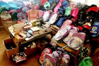사고로 남편과 아이 잃은 여성, 학용품 기부하는 사연