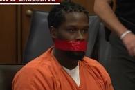 """""""말 좀 그만해!"""" 재판 중 피고인 입을 테이프로 막은 판사"""