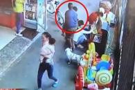 [여기는 중국] 게임 중인 아이 자연스레 납치해가는 남성 (영상)