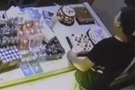 제과점 무단 침입한 남성에게 무료 케이크 주고 싶다는 주인