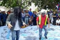 """[여기는 남미] """"지옥이 따로 없다""""…베네수엘라서 '좀비 시위'"""